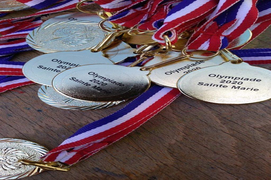 ecole sainte marie Fuveau medailles-recompense-olympiades gravées avec le texte olympiade 2020 sainte marie