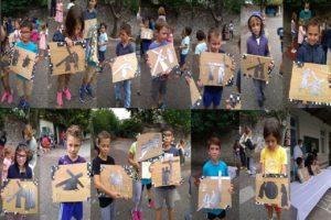 ecole sainte marie Fuveau 14 enfants présentent les tableaux du chemin croix confectionnés pour être offerts à l'église restaurée en Bosnie