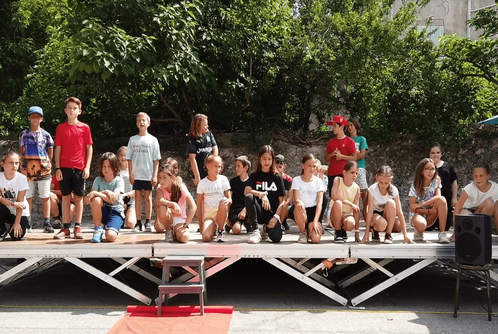 Ecole Sainte Marie Fuveau Slam des CM2 photo des élèves