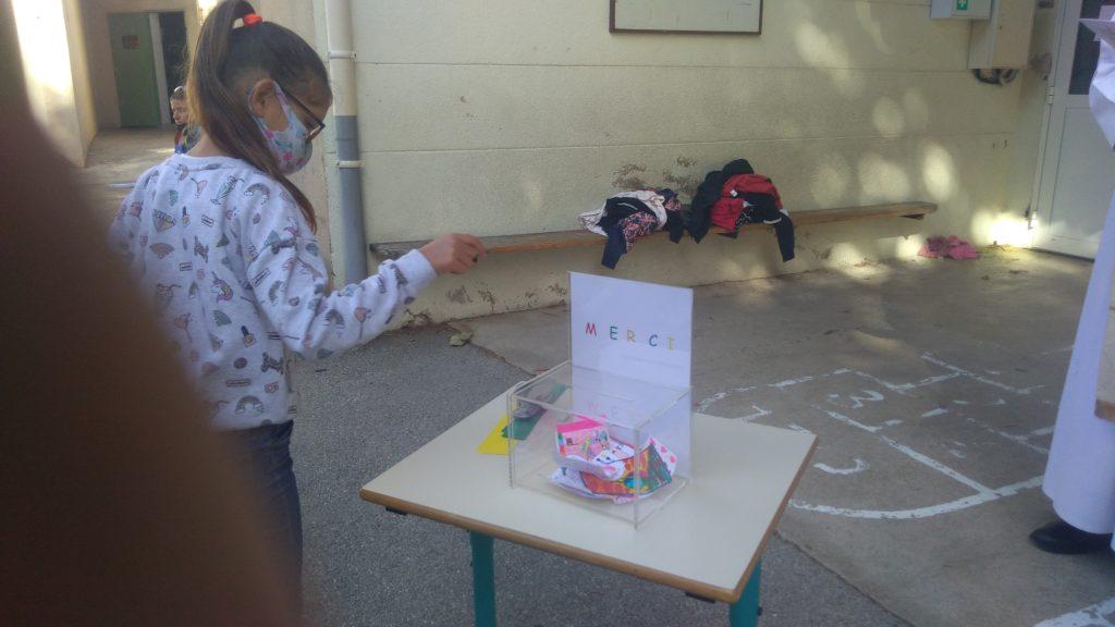 Ecole Sainte Marie Fuveau boîte à mercis petits mots confidentiels déposés par les enfants